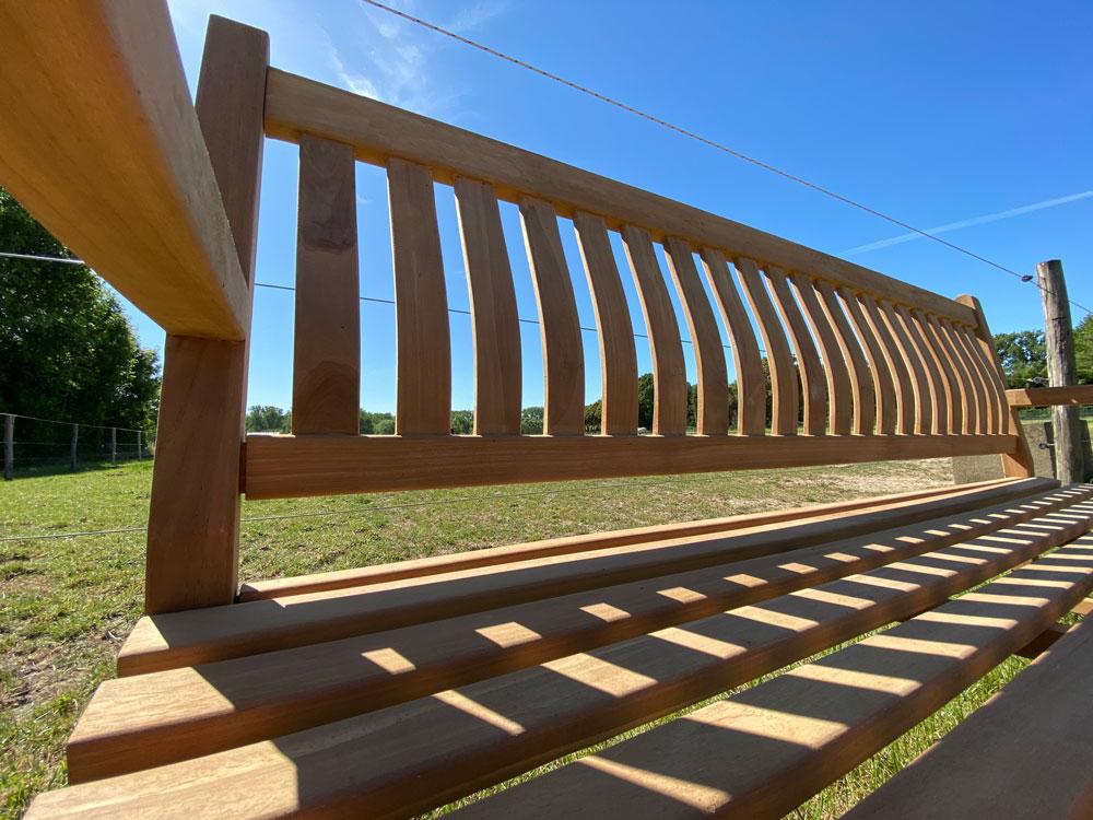 <BIG><B>Banc de jardin en teck (180 x 91 cm) dordogne - 5 cm d'épaisseur de jambe</B></BIG>