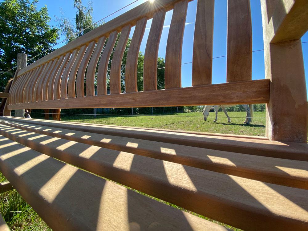 <BIG><B>Banc de jardin en teck à 3 pieds (210 x 91 cm) dordogne - 5 cm d'épaisseur de jambe</B></BIG>