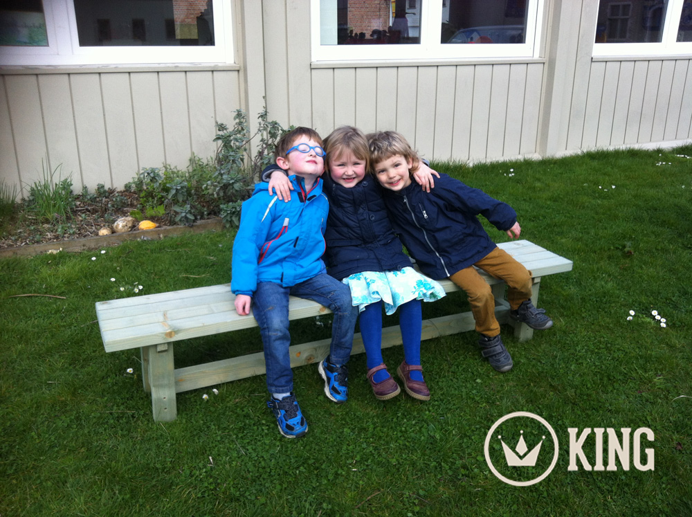 <BIG><B>KING &#174; Banc de jardin pour marmots 180cm</B></BIG>