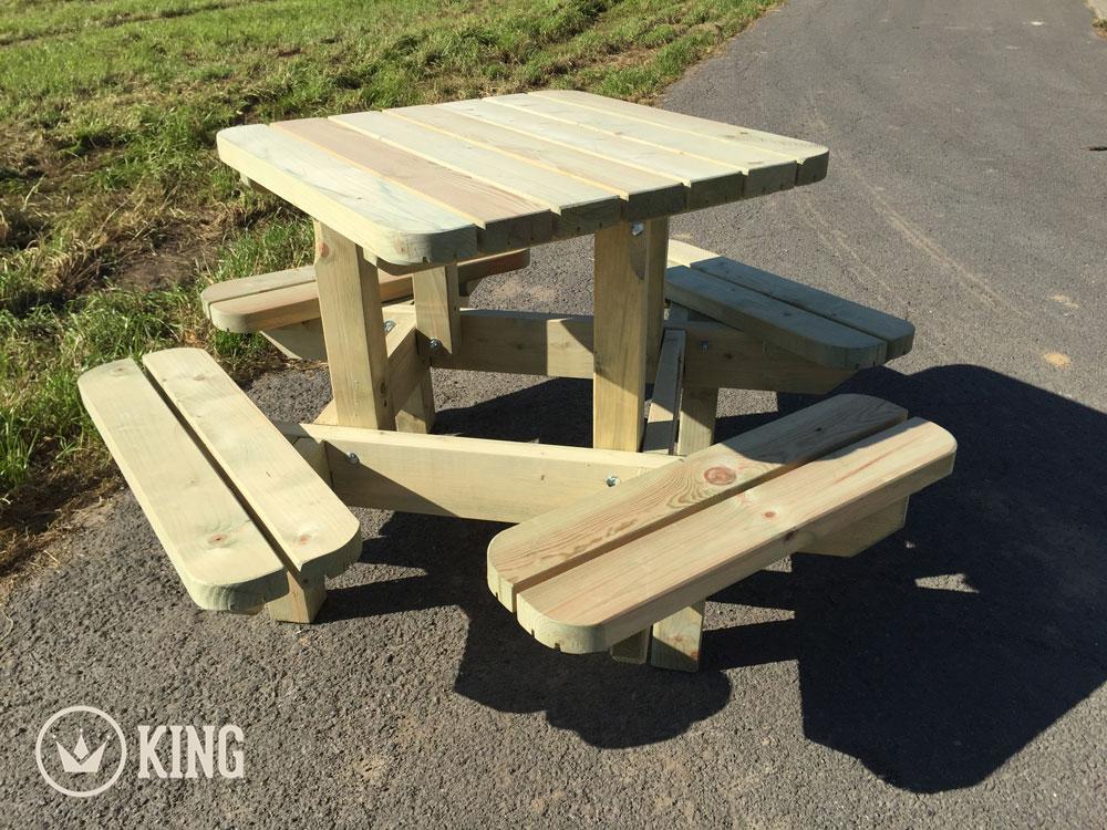 <BIG><B>KING ® Table de pique-nique carrée pour marmots</B></BIG>