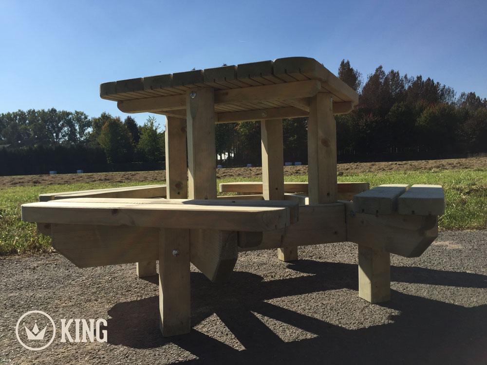 <BIG><B>KING &#174; Table de pique-nique carr&eacute;e pour marmots</B></BIG>