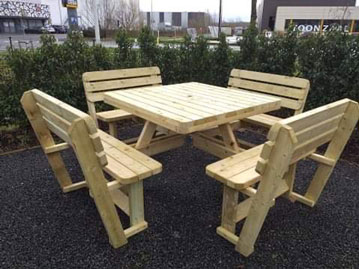 <BIG><B>carrée KING ® Table de pique-nique XXL / 4cm d'épaisseur / avec 4 dossiers</B></BIG>