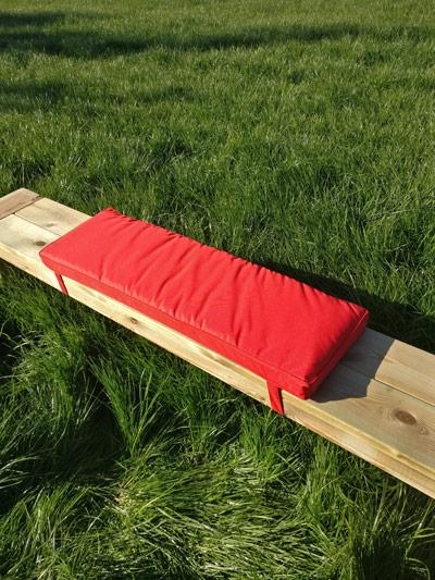 Picknicktisch Kissen rot 96cm