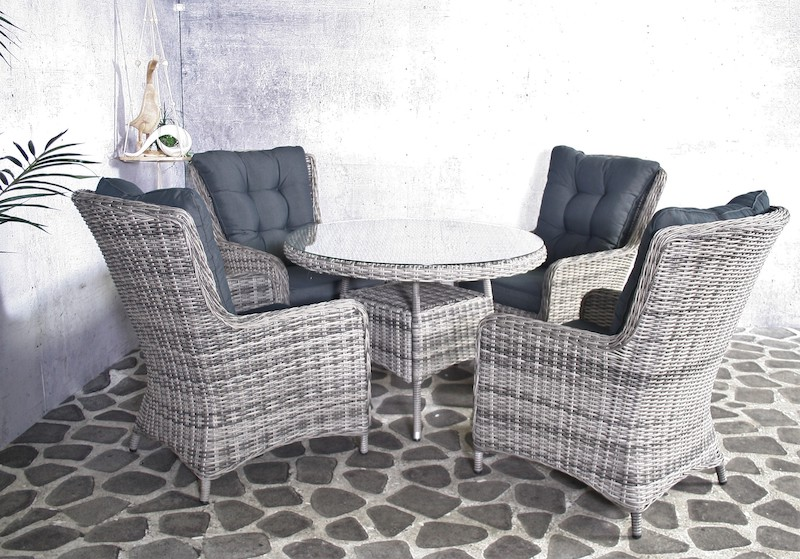 <BIG><B>Wicker Westminster dining table</B></BIG>