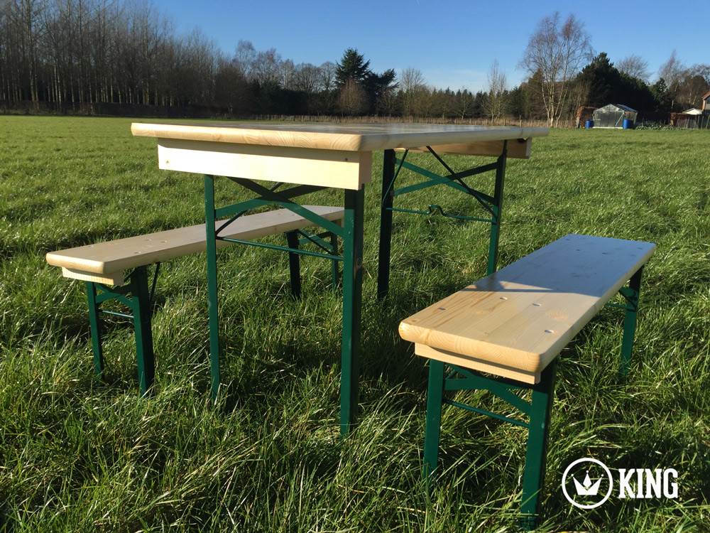 <BIG><B>KING ® Set brasserie table 110cm x 60cm et deux bancs (armature vert foncé)</B></BIG>