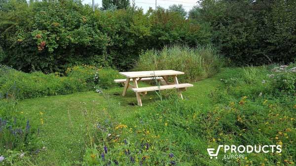 massieve douglas picknicktafel in een tuin