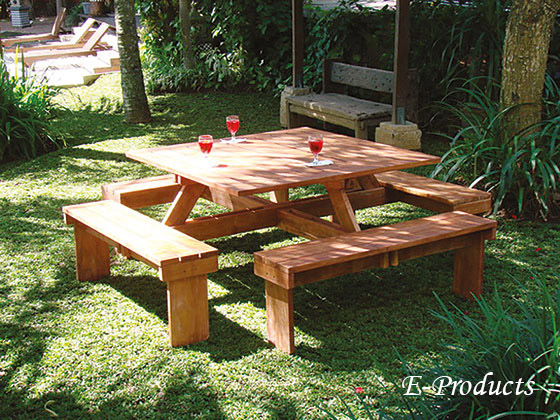 <BIG><B>Hardhouten vierkante picknicktafel (210 x 210 cm)</B></BIG>