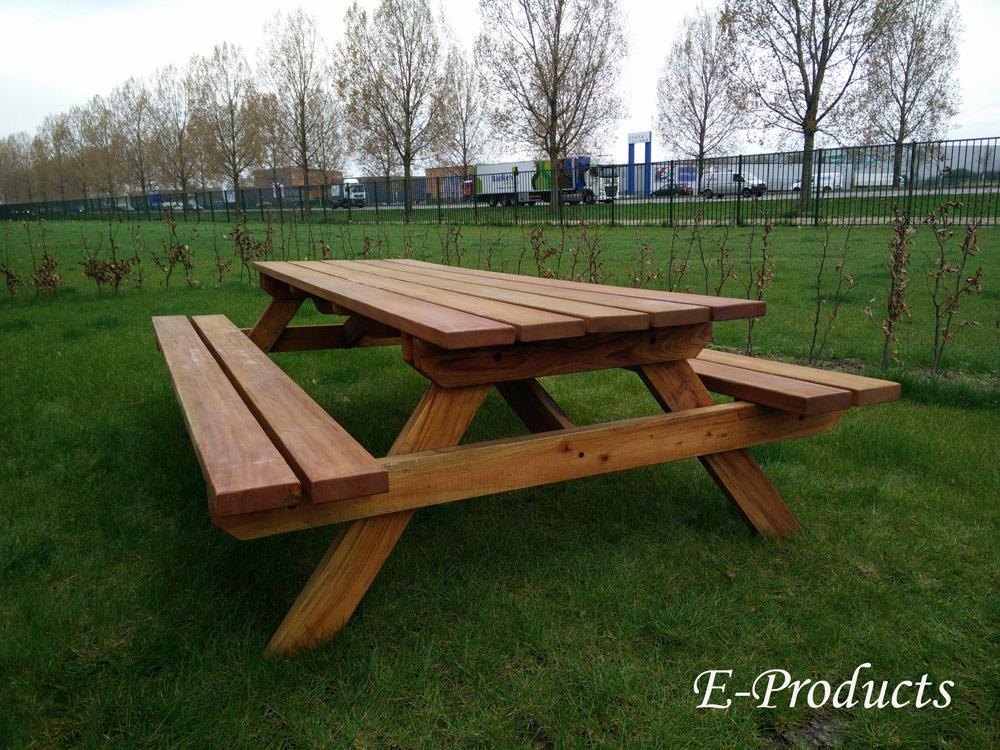 <BIG><B>Table de pique-nique en bois dur (250 x 160 x 75 cm) (4.5 cm d'&eacute;paisseur)</B></BIG>
