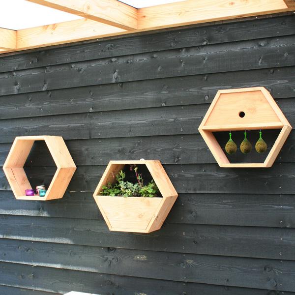 <BIG><B>Syst&egrave;me de nid d'abeille - nichoir</B></BIG>