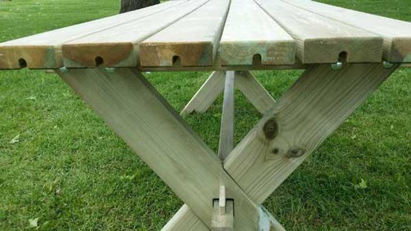 <BIG><B>Traditionele houten tafel 180cm</B></BIG>