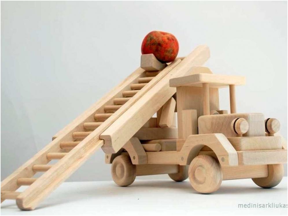 Houten vrachtwagen met ladder