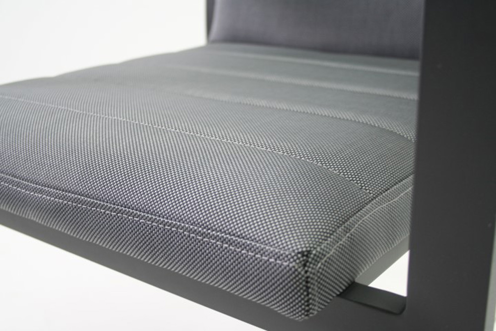 <BIG><B>Justin Chaise empilable </B></BIG>
