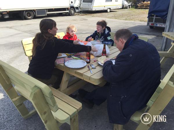 -vierkante-verstevigde-picknicktafel-king-230cmx230cm.jpg
