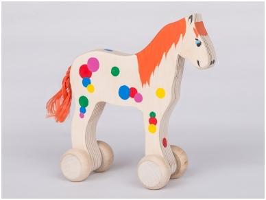 Paard op wielen