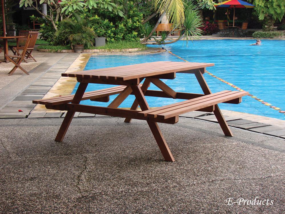 <BIG><B>Table de pique-nique en bois dur (180 x 160 x 75 cm) (3.5 cm d\'&eacute;paisseur)</B></BIG>