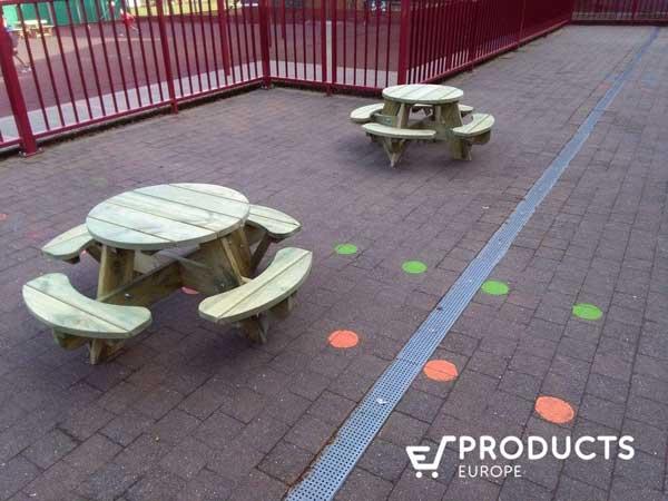 ronde houten tafel voor kletuers