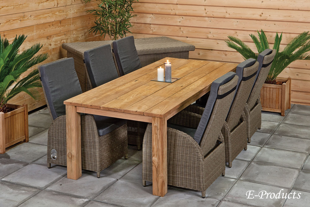 <BIG><B>Table rustique (250 x 100 cm)</B></BIG>