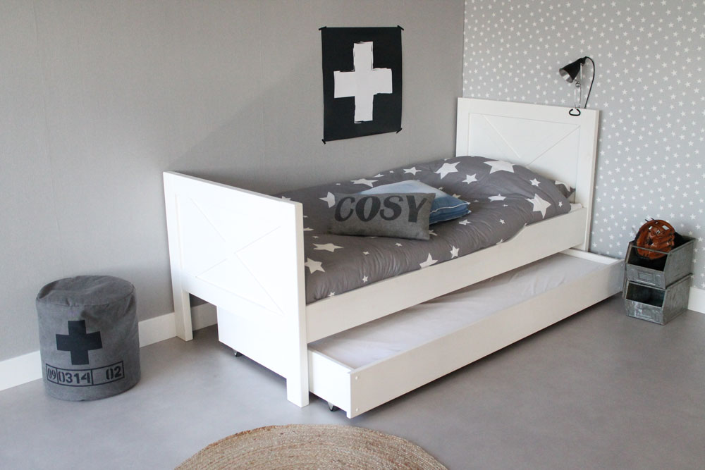 kinderbett kinderbetten kaufen aus 100 massivholz. Black Bedroom Furniture Sets. Home Design Ideas